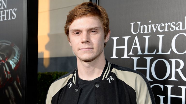 evan_peters_-_halloween_horror_nights_-_getty_-_h_-_2016