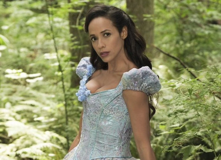 once-upon-a-time-reveals-first-look-at-dania-ramirez-as-cinderella
