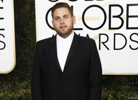 jonah-hill-looks-unrecognizable-with-braids-and-tattoos-on-maniac-set