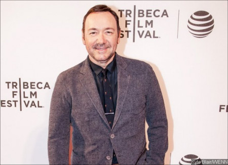 kevin-spacey-caught-giving-a-man-oral-sex-in-public-in-newly-uncovered-photos