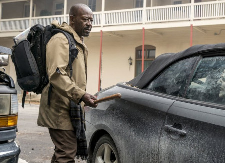 morgan-looks-tensed-in-first-look-photos-of-fear-and-the-walking-dead-crossover