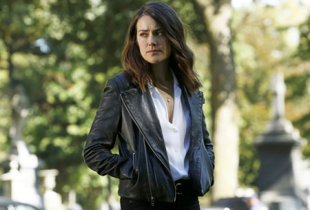 the-blacklist-megan-boone-assault-rifles