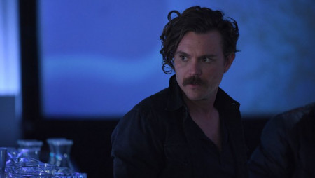 lethal_weapon_s02e16_clayne_crawford_still