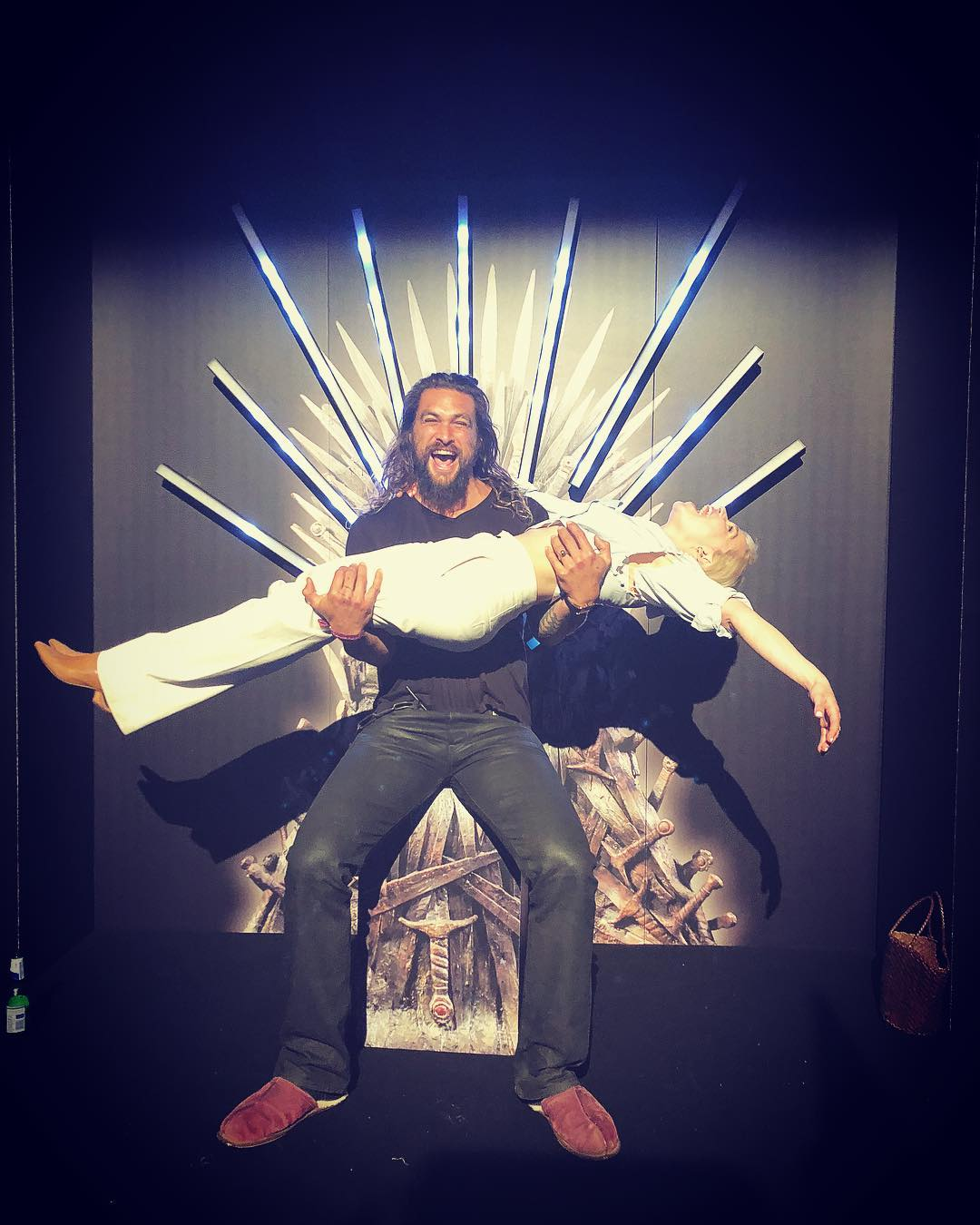 Juego de Tronos: Emilia Clarke y Jason Momoa se reúnen en el Trono ...