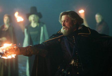 Doctor Who: Primeras imágenes de Alan Cumming como el Rey James I